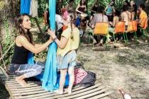 Ples in akrobacije na zračnih tkaninah